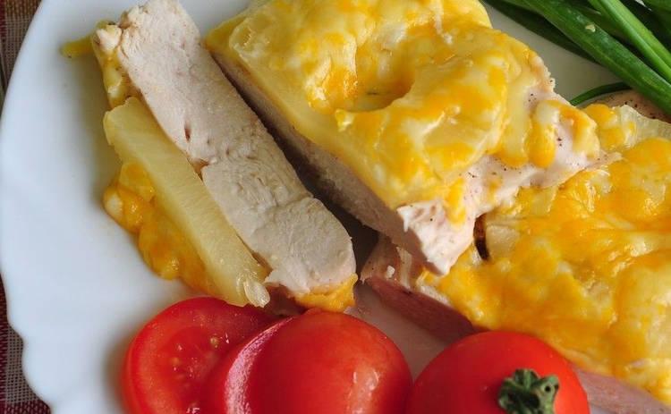 Куриная грудка с ананасом - рецепт. Гости будут в восторге от сочности этого блюда!