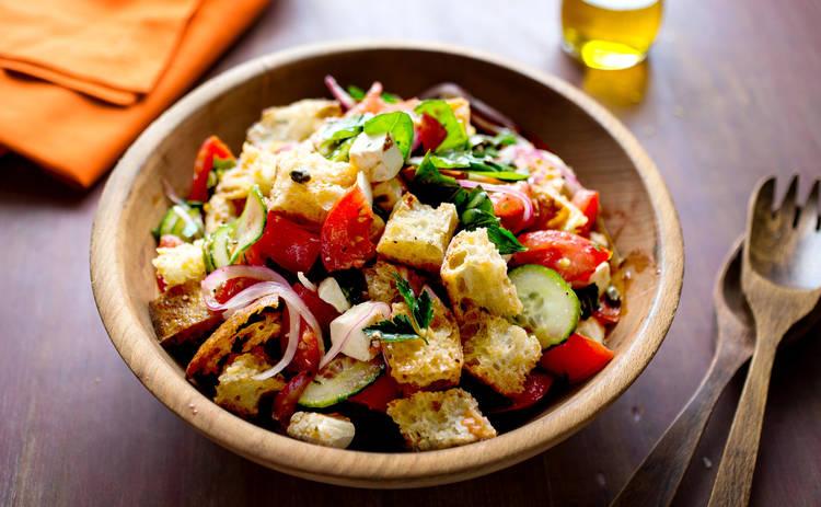Итальянский салат из хлеба и помидора  «Панзанелла» (рецепт)