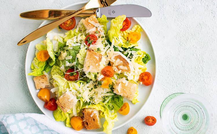 Быстрый салат с сыром и колбасой (рецепт)