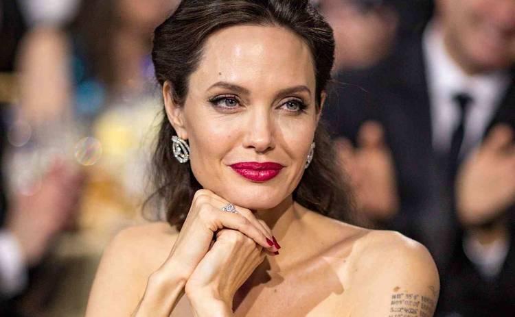 Анджелина Джоли рассказала о параличе лица