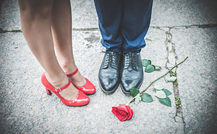 Выпускной 2019: красивые туфли для девушек и парней