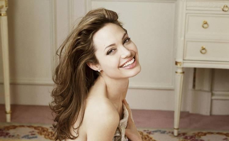 Анджелина Джоли вызвала скандал в Голливуде