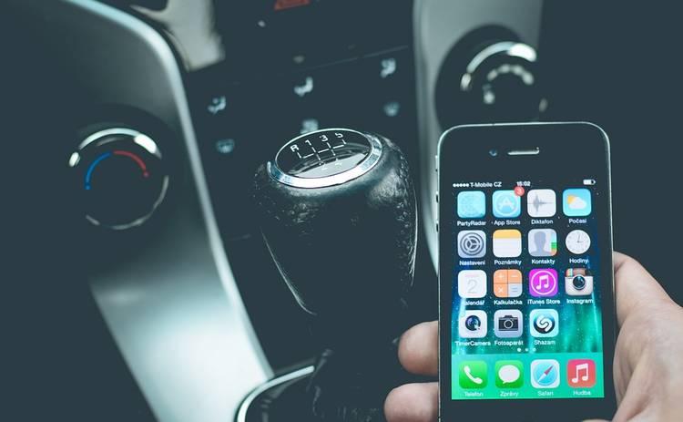 Наказание за телефонные разговоры за рулем: картина за рубежом и в Украине