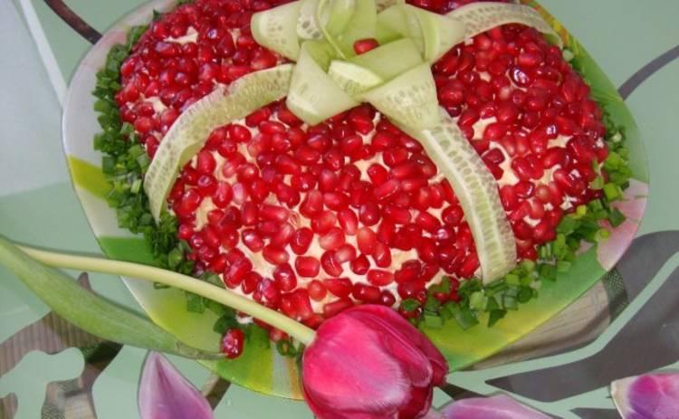 Салат «Подарок» с сельдью и овощами для праздничного стола