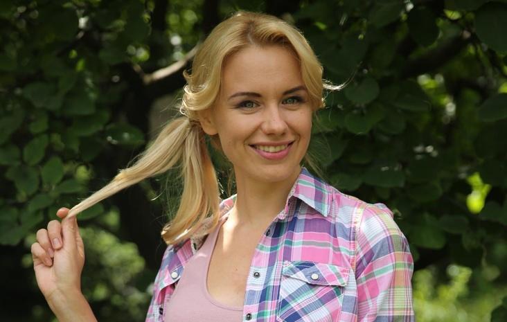 Актриса Алена Алымова