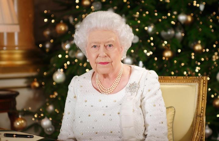 Почему Елизавета II уволила своего поставщика нижнего белья  c20544ee8c1