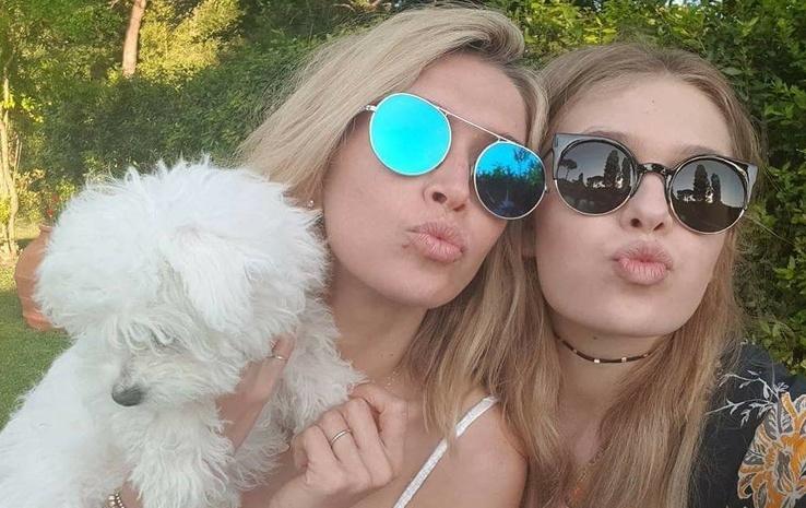 Певица Вера Брежнева с дочкой