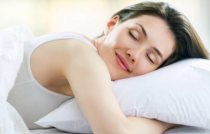 Ученые определили самую вредную позу для сна