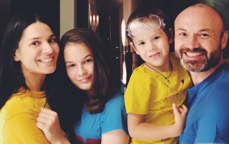 Телеведущая Маша Ефросинина с мужем и детьми