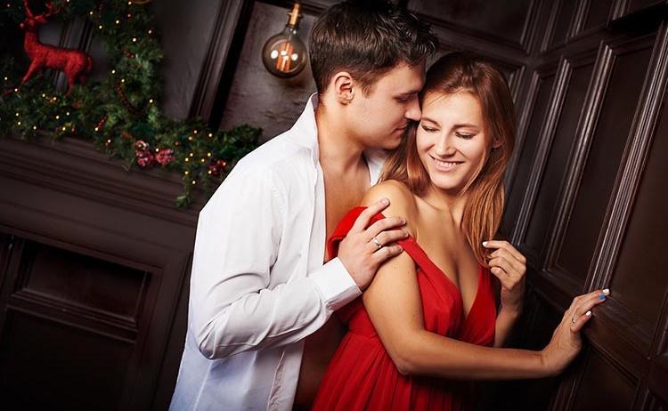 Как удивить своего партнера: 4 полезных трюка в постели