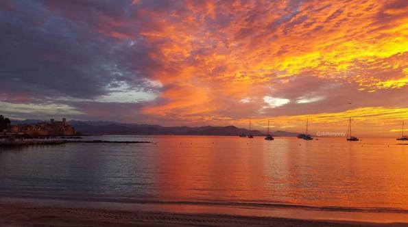 Вечер на Лазурном побережье — лучшее завершение идеального дня