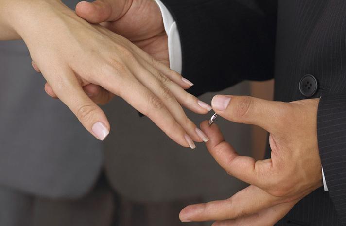 приворот мужа с помощью его обручального кольца