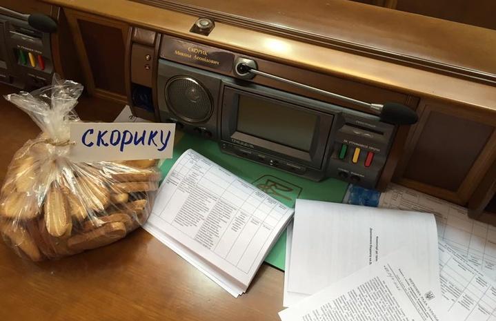 Народные избранники устроили безжалостный мордобой вРаде из-за сухарей— Бойцовский клуб по-украински