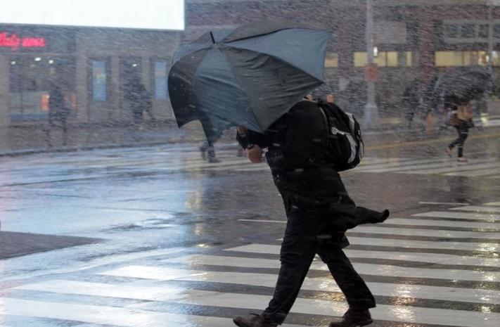 ГСЧС вновь предупредила обусилении ветра ипоявлении гололеда надорогах Украины