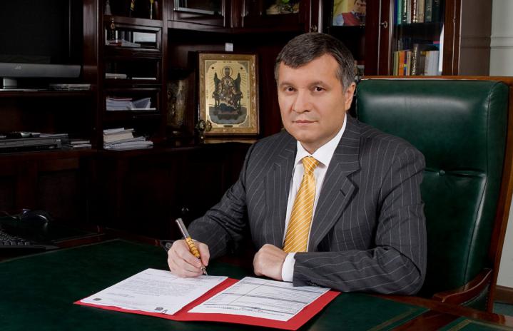 Аваков несобирается вотставку из-за Княжичей