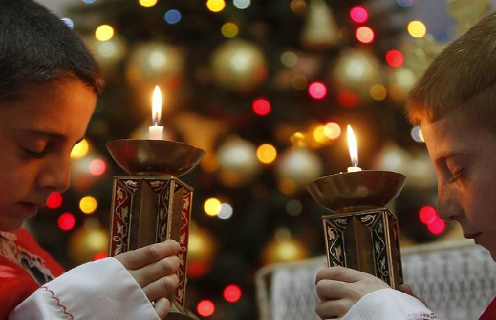 Католики ипротестанты в 12 часов ночи начинают праздновать Рождество