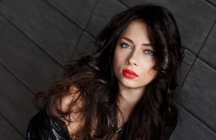 Актриса Настасья Самбурская