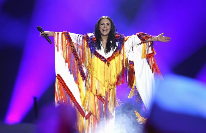 Голая девушка с американским флагом фото