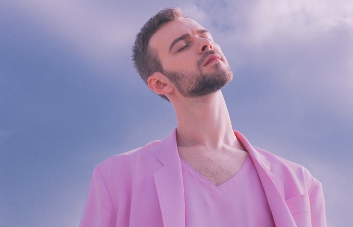 Розовые выдумки Макса Барских: артист презентовал новый клип-откровение