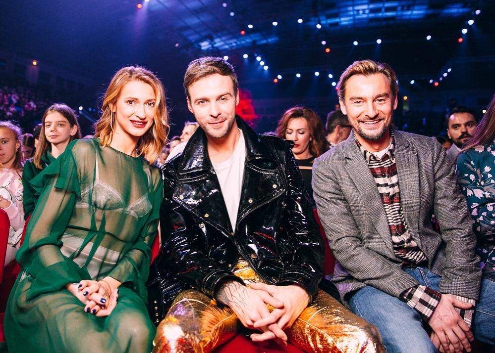 barskih-i-badoev-stali-triumfatorami-premii-m1-music-awards-2017-1