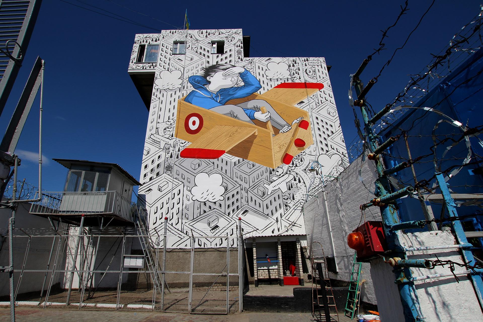 hudozhnik-millo-ukrasil-muralom-fasad-kremenchugskoy-vospitatelnoy-kolonii-1