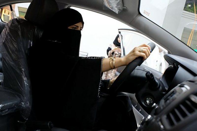 v-saudovskoy-aravii-otkrylsya-pervyy-avtosalon-dlya-zhenshchin-2