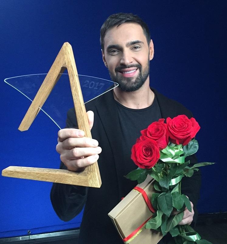 vitaliy-kozlovskiy-poluchil-nagradu-za-pesnyu-mo-more-1_01