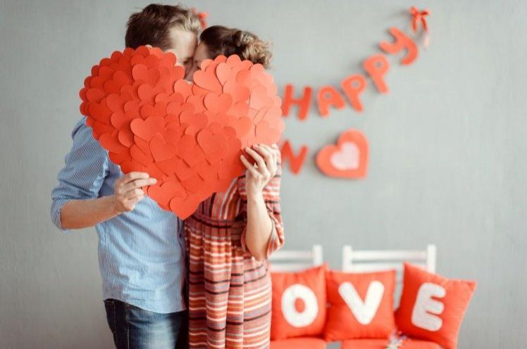 dekor-na-denjj-svyatogo-valentina_748x497