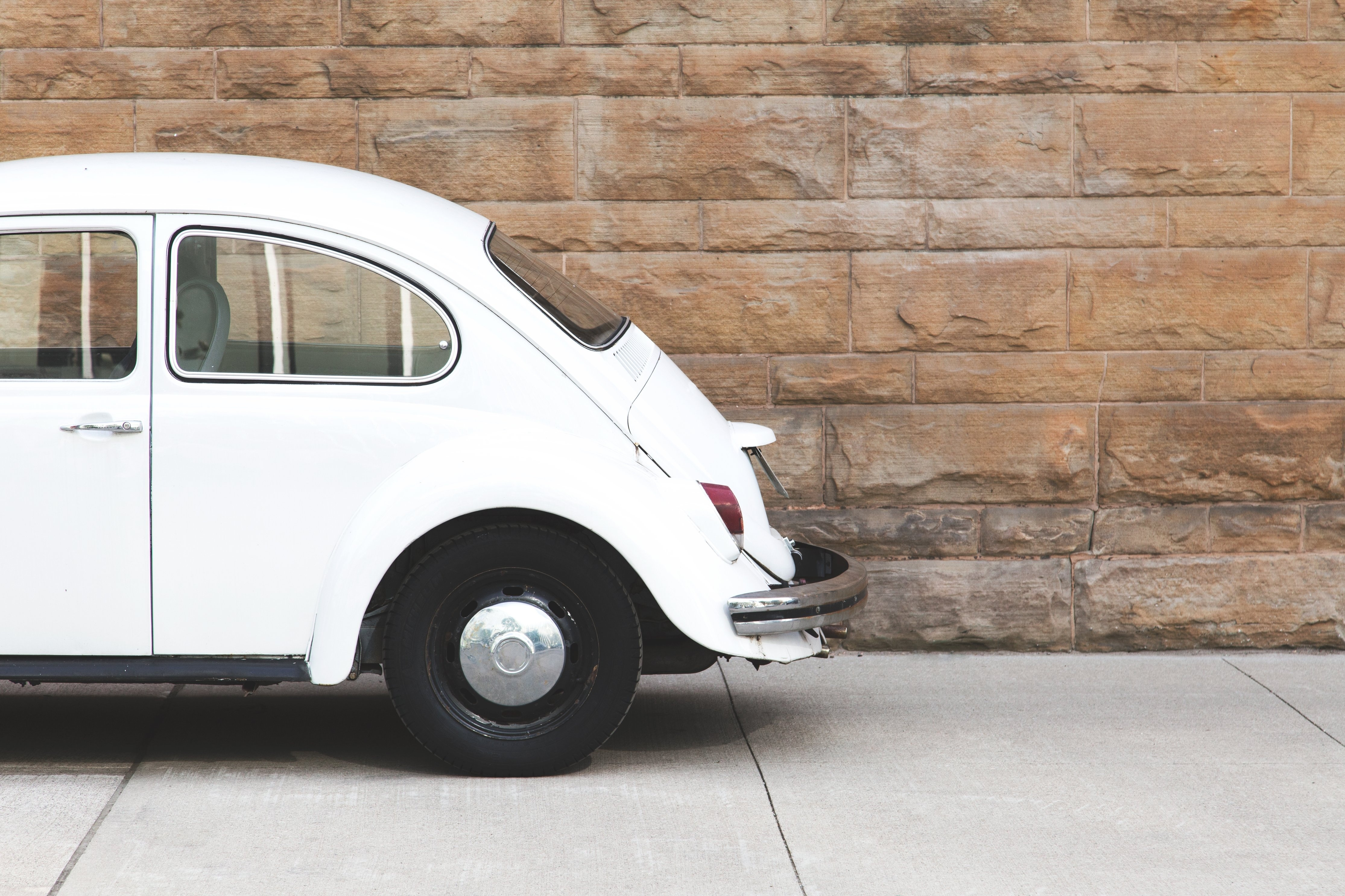 white-antique-car_4460x4460