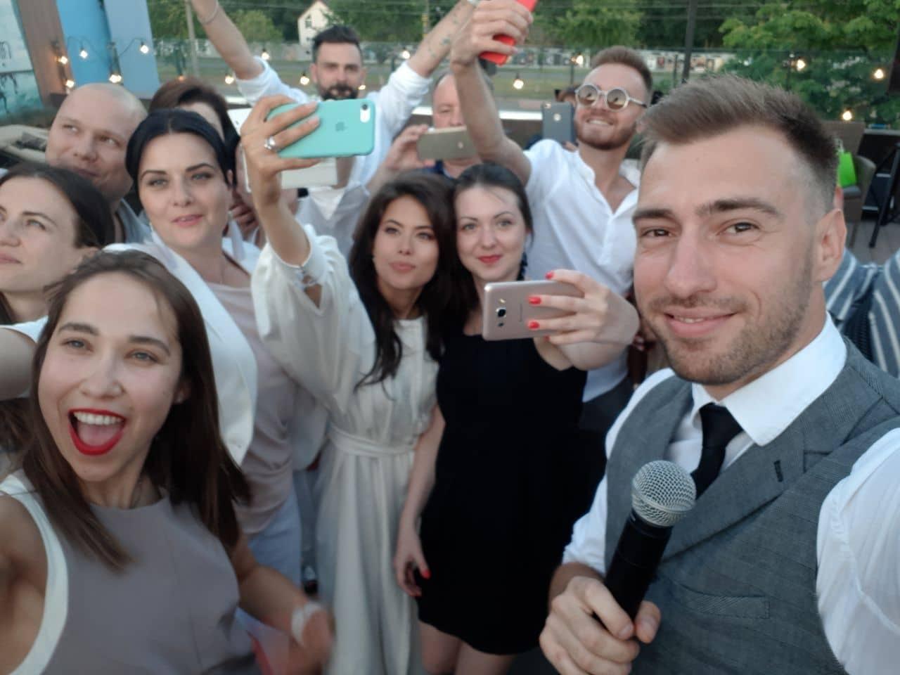 aktery-serialiti-kiev-dnem-i-nochyu-sygrali-avralnuyu-svadbu_2