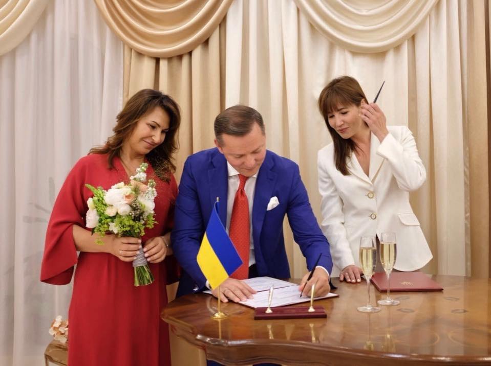 oficialno-oleg-lyashko-zhenilsya-105041
