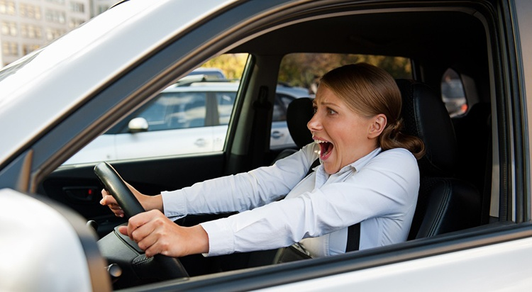 1446144817_woman-in-car-screaming_