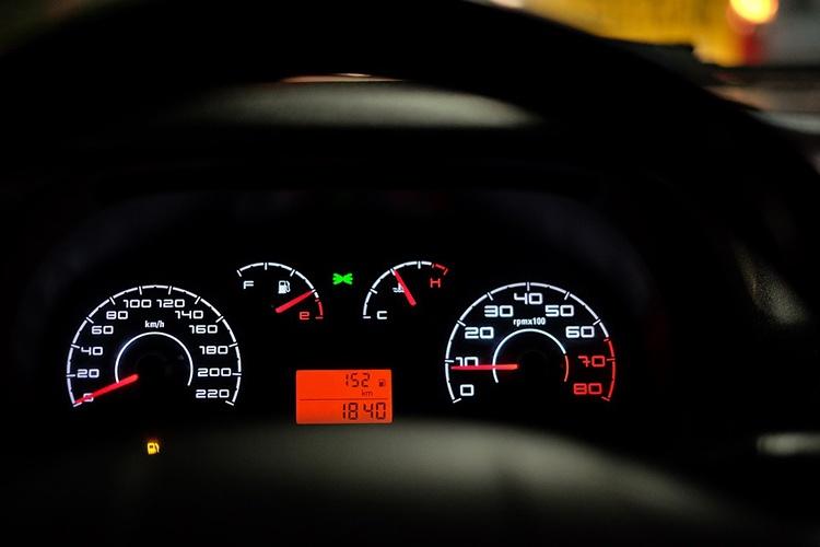 car-dashboard-2667434_960_720_