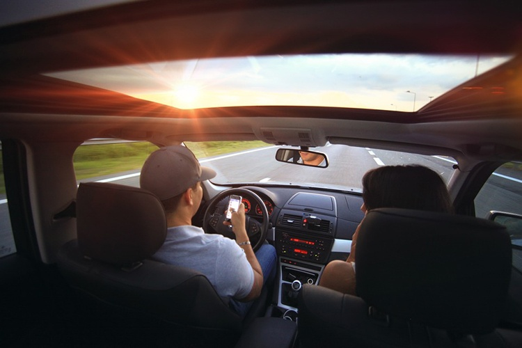 driving-407181_960_720_