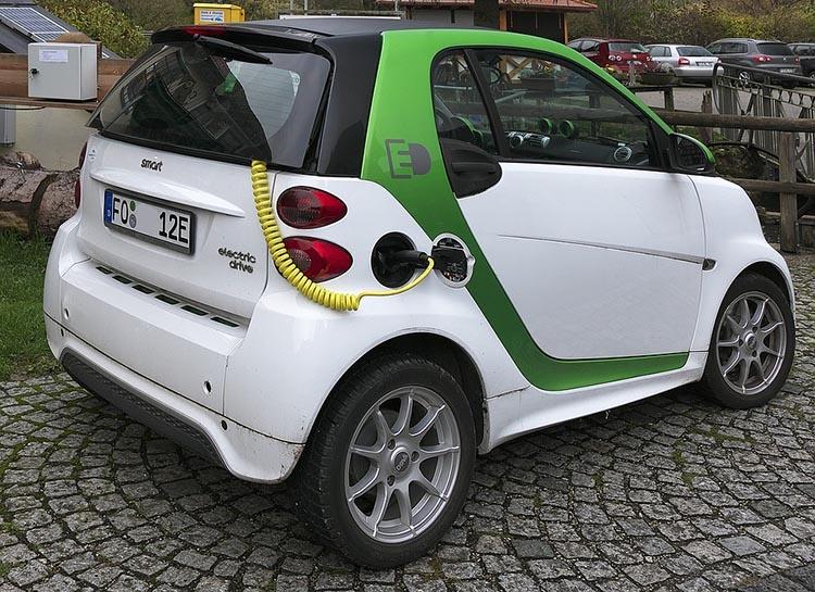 electric-car-2934945_960_720_