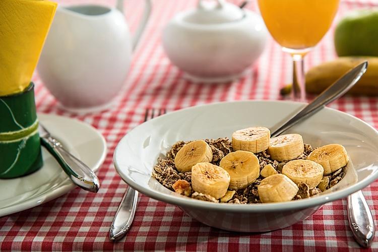 Расписание приема витаминов: в котором часу лучше есть фрукты