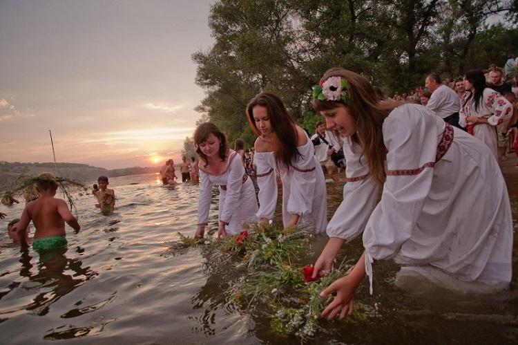 Праздник Святой Троицы — история, поверья, ритуалы (5 фото)