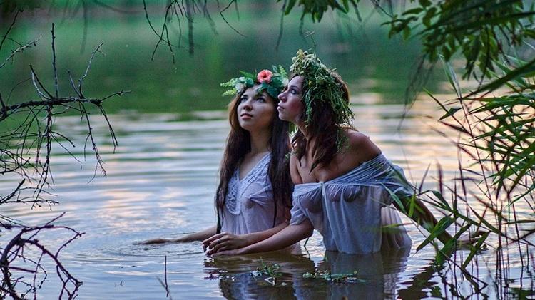 Фотосессия девушек в воде голые