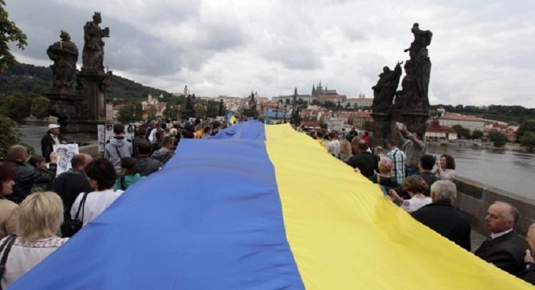 den-gosudarstvennogo-flaga-istoriya-i-tradicii5