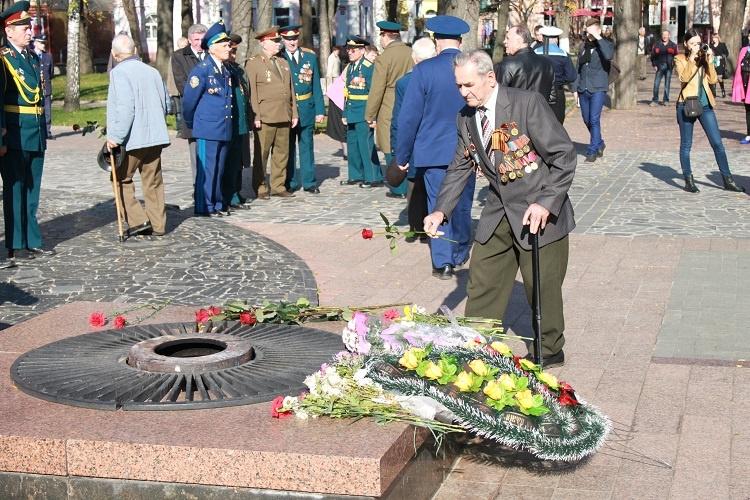 den-osvobozhdeniya-ukrainy-ot-fashistskih-zahvatchikov-2016-istoriya-i-tradicii3